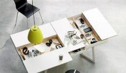 Chiếc bàn nhỏ với nhiều ngăn đựng thông minh có thể dùng để ăn cơm, thưởng trà, đọc sách và chứa hàng tỷ món đồ lặt vặt.
