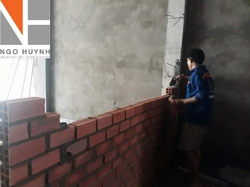 ngo-huynh-xay-tuong-nha-co-hanh (2)