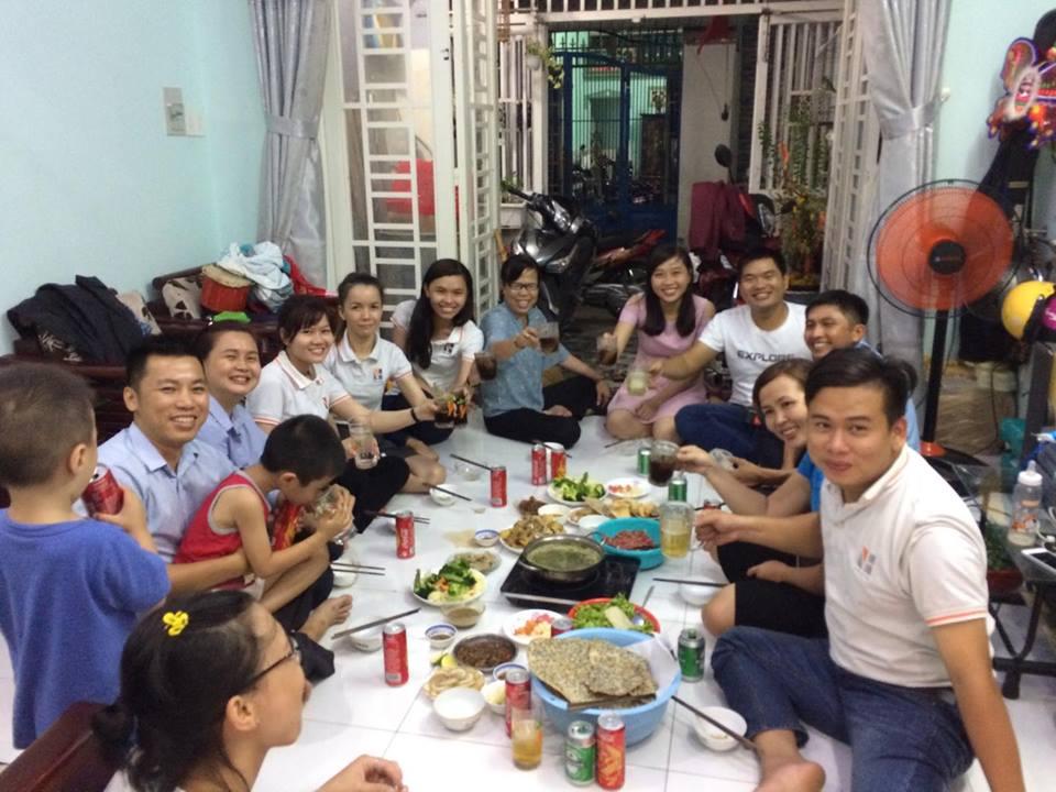 XD Ngô Huỳnh lì xì đầu năm và đi lễ Chùa 04