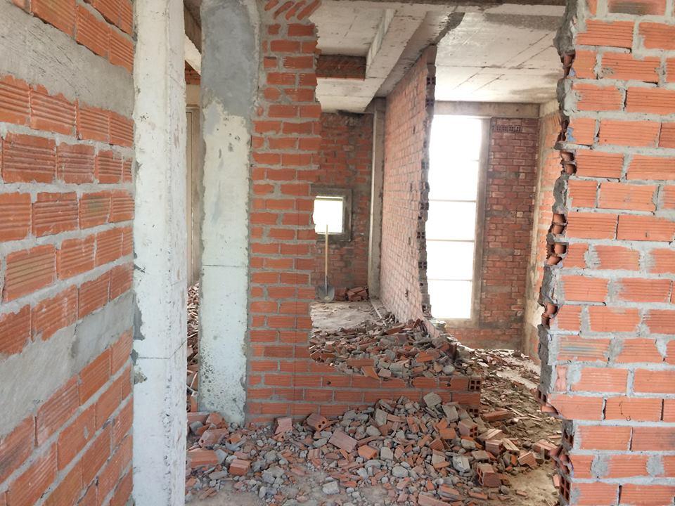XD Ngô Huỳnh đục tường và dọn xà bần biệt 05