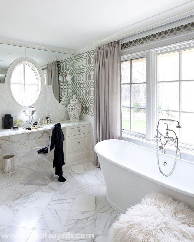 Mẫu thiết kế phòng tắm hoa văn theo phong cách hiện đại