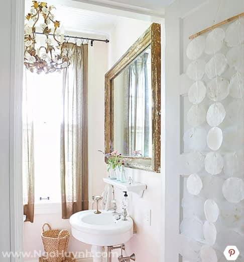 Một số giải pháp hóa giải phong thủy cho phòng tắm nhỏ